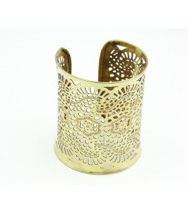 Golden engraved bracelet